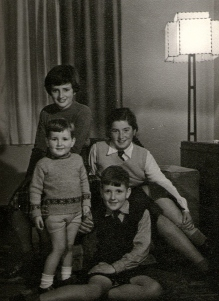 The 4 Skinner children: Donald, Mary, Jane and Finlay